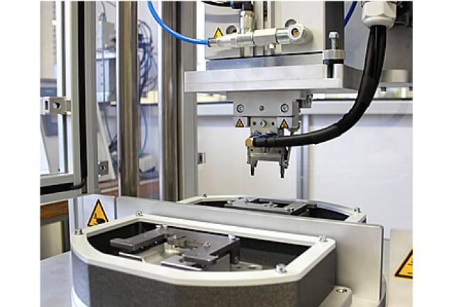 Doppel Heißverstemmkopf zur Verstemmung eines Produktes an zwei Positionen in einem Arbeitsschritt