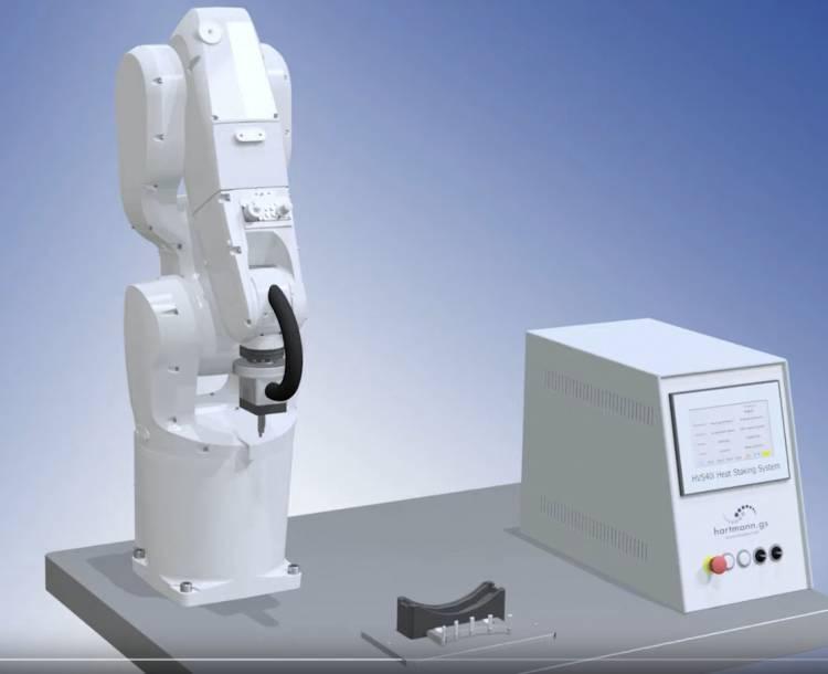 Heißverstemmsystem am Roboter